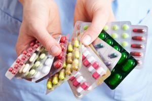 Der Artikel thematisiert den Placebo-Effekt bei Schmerzmitteln.